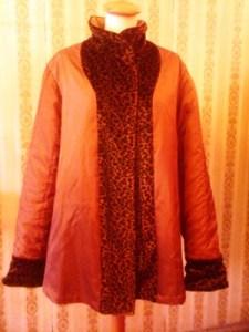 O segundo forro foi aplicado a uma certa distância das beiras para que o casaco ao ser utilizado aberto não revelasse o 'conserto'